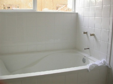 Photos of/Advice about a Tile Tub Apron for an Alcove installation ...