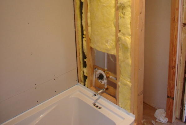 How To Deal With A Bulky Bathtub Fastening Lip When Tiling