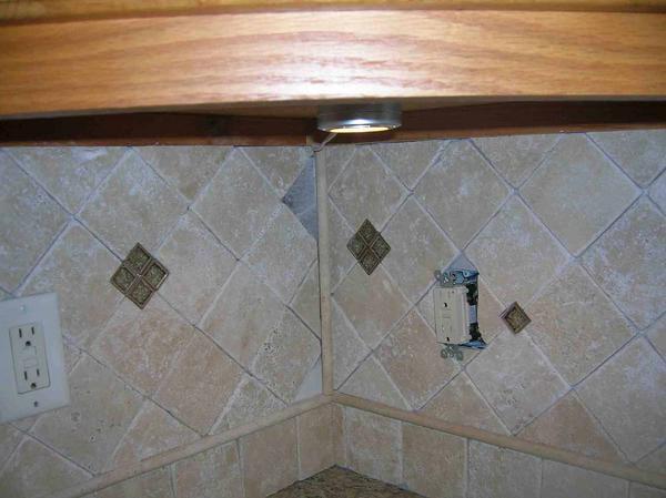 Backsplash tile not matching up inside corner - Ceramic ...