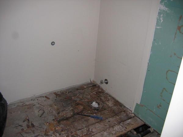 Name:  03 Rotten floor.jpg Views: 493 Size:  21.1 KB